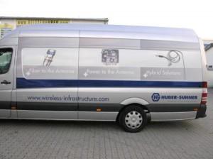 HUBER+SUHNER: Kommunikationsmobil